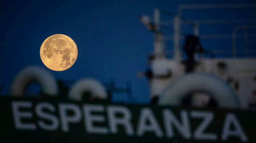 2016 Supermoon sets behind Greenpeace Esperanza in Edinburgh